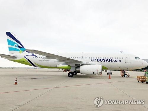 """회항한 항공기 안에 6시간 대기…""""기다려라""""만 되풀이"""
