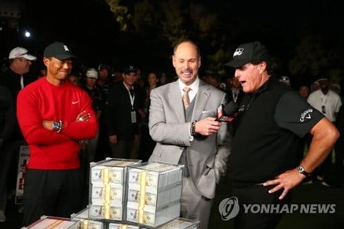 900만 달러 가져간 미컬슨 '번외 내기'서도 우즈에 승리