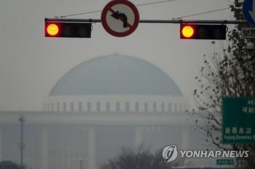 """한국당 """"국회일정 보류""""…민주 """"국회 의무 저버려"""""""