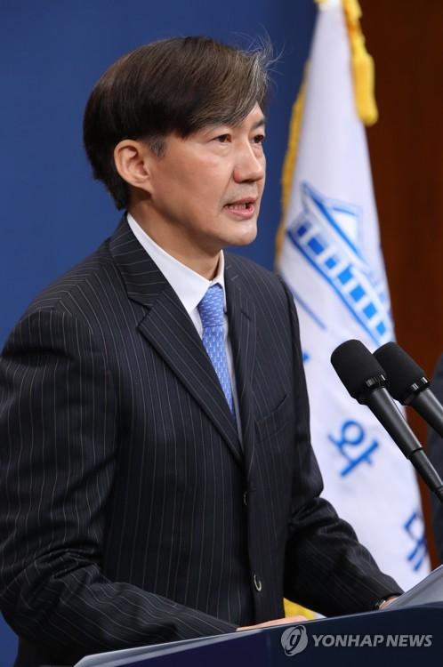 """조국 """"경사노위 위원장-민주노총 위원장, 서로 손잡기를 소망"""""""