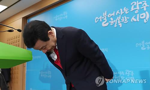 """영부인 행세 사기꾼 """"윤장현만 속아""""…9개월 권양숙 여사로 믿어"""