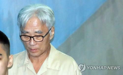 """'극단원 성추행' 이윤택 추가 기소…""""강제성 없었다"""" 주장"""