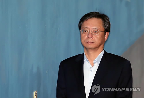 '회삿돈 유용' 우병우 아내 1심 벌금 500만원 선고