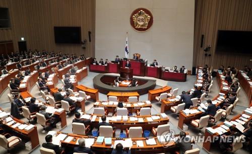 예결위, 예산심사 계속…일자리·남북협력사업 충돌