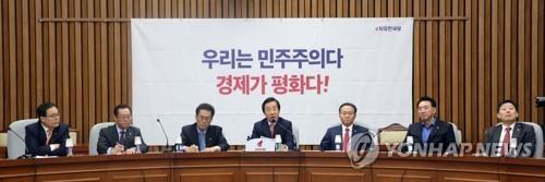 """한국 """"소득주도성장 환상 깨야""""…'정책도 사람도 바꿔라'"""