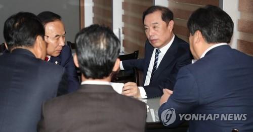 """김병준 """"문대통령, 국민연금 개혁은 인기 없다고 안 하나"""""""