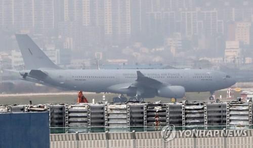 모습 드러낸 공군 사상 첫 공중급유기…김해기지 도착