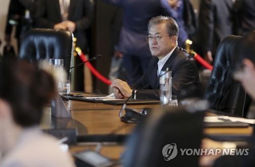 """문대통령 """"신흥국 자금유출·유동성 부족시 세계경제 위기 우려"""""""