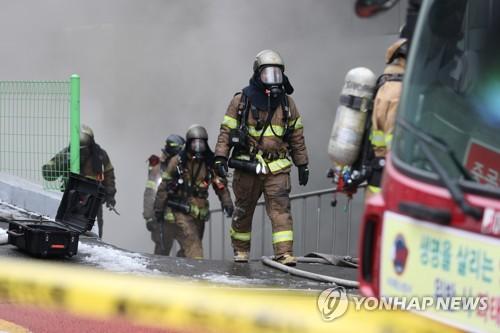 KT 화재 10시간만에 완진…서울 곳곳·경기도까지 통신장애