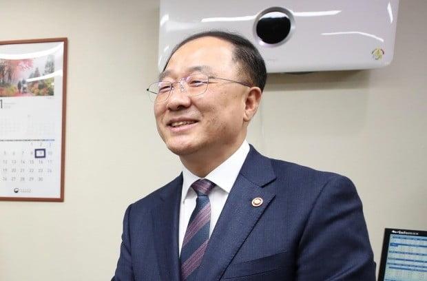 환하게 웃는 홍남기 국무조정실장 (사진=연합뉴스)