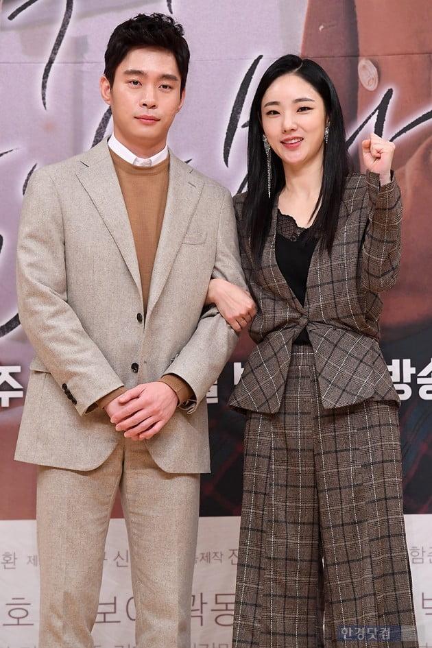 [포토] 박아인 팔짱에 김동영 '얼음'