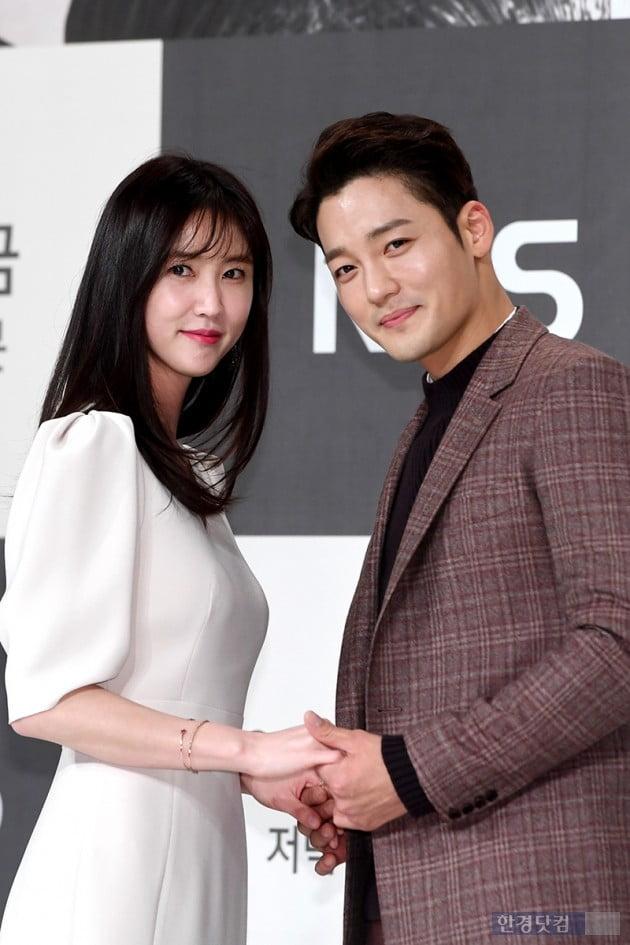 [포토] 이수경-김진우, '마무리 포즈는 앙드레김 포즈~'