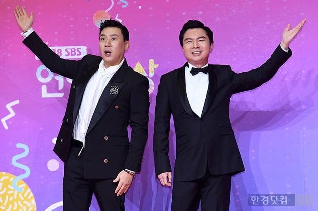 [포토] 이상민-임원희, '완벽한 성악 포즈~' (2018 SBS 연예대상)