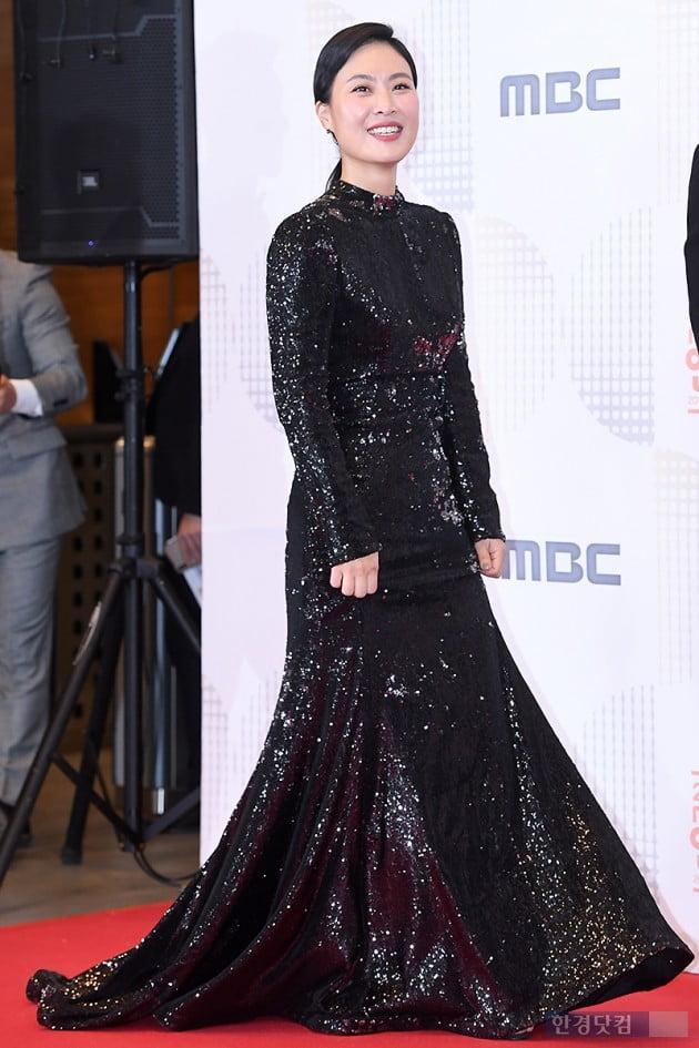 [포토] 김재화, '군복 대신 블랙 드레스로 우아하게~' (2018 MBC 방송연예대상)