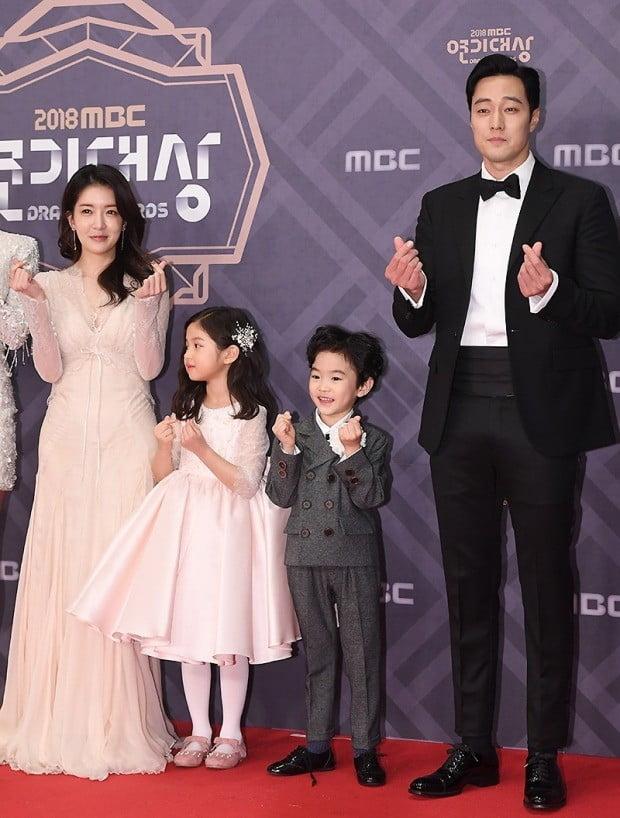 [포토] 정인선-소지섭, '준준과 가족처럼 다정하게~' (2018 MBC 연기대상)