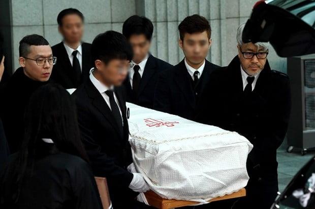 '봄여름가을겨울' 故 전태관 발인…김종진부터 나얼 마지막 '배웅'