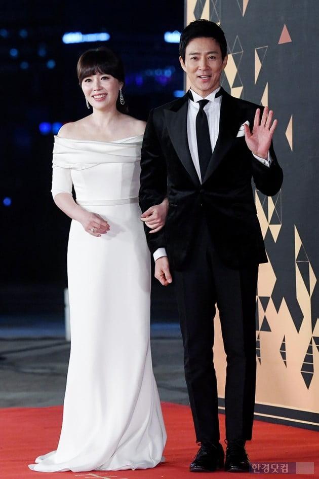 [포토] 하희라-최수종 부부, '첫 레드카펫 동반 등장~'(2018 KBS 연기대상)