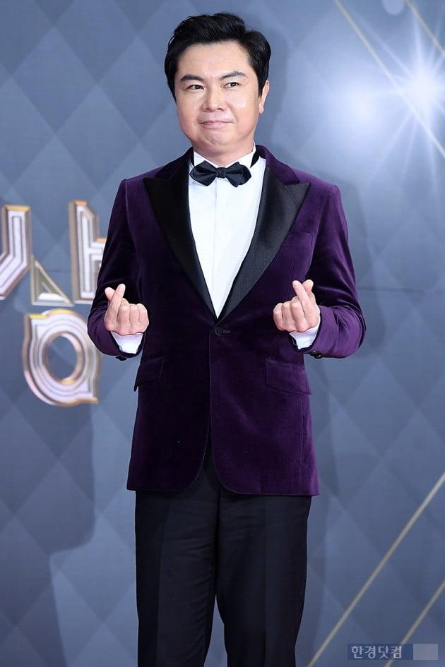 [포토] 임원희, '멋지게 손가락 하트~' (2018 SBS 연기대상)