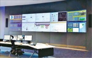 경기 용인시 죽전동 솔루션센터에 설치된 플랜트 설비 시뮬레이션 통제소.  /한국에머슨 제공