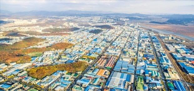 반월·시화산업단지가 가동 30여 년 만에 국내 최대 중소기업 전문단지로 발돋움했다. /안산시 제공