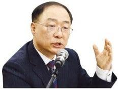 """홍남기 """"남은 시간 없어""""…취약산업 대책 줄줄이 내놓는다"""