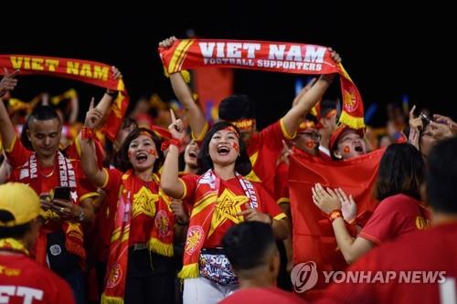 박항서 감독, 에릭손 꺾었다…베트남, 필리핀 2-1로 꺾고 결승행