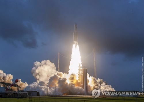 독자기술 개발 첫 정지궤도위성 '천리안 2A호' 발사 성공