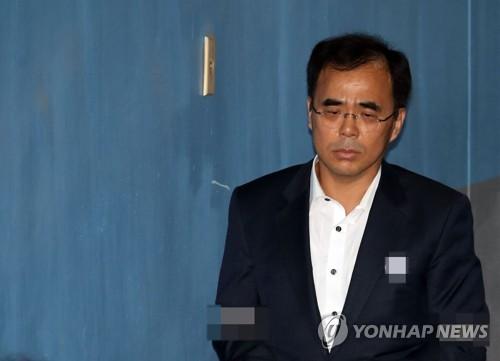 '삼성후원 강요' 김종 前차관 2년1개월만에 석방…구속 만료