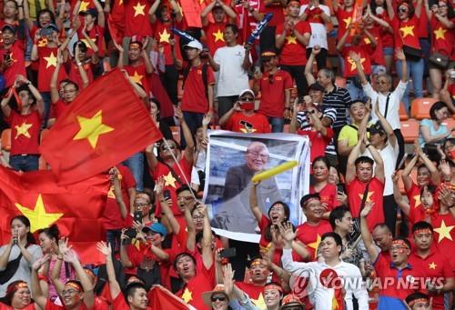 '박항서 매직'에 베트남 축구팬들, 말레이 원정응원 예약 폭증