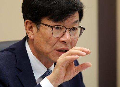 """김상조 """"자율규약으로 과밀화 편의점시장에 숨통 트일 것"""""""