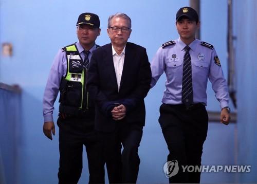"""'화이트리스트' 김기춘·조윤선 """"강요죄 맞는지 다시 살펴달라"""""""