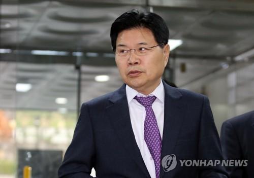 한국당, '박근혜 석방론' 갈등 지속…친박 내부서도 이견