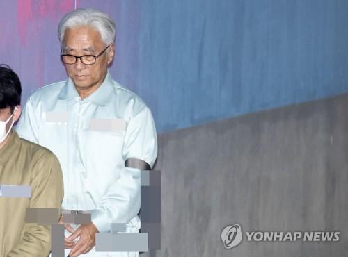 """'극단원 추행' 이윤택 측 2심도 혐의부인…""""일어날 수 없는 일"""""""