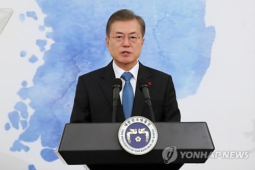 """靑 참모 이어 국무위원들 격려 나서는 문대통령…""""지치지 말자"""""""