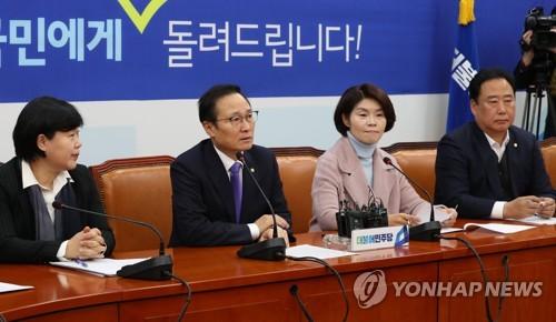 """민주 """"임시국회 열자…단식과 농성 풀어야"""" 대야 압박"""