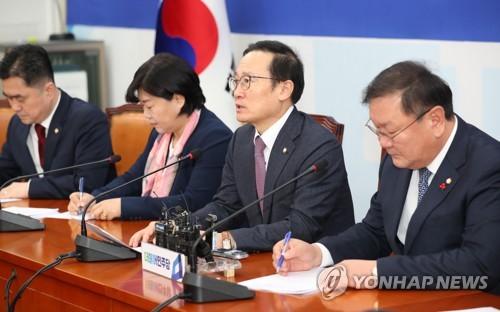 """민주, 靑 특감반 의혹 차단 주력…""""맥락 무시한 정치공세"""""""