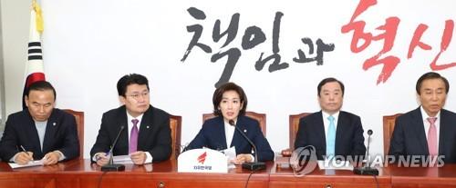 """한국, '민간인 사찰·블랙리스트 의혹' 공세 강화…""""사찰 정권"""""""