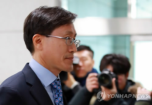 '靑특감반 논란' 2라운드…'민간인 사찰' 의혹 규명에 초점