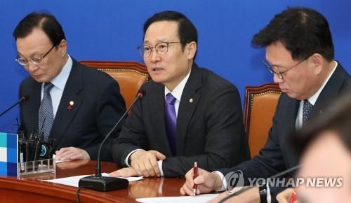 """민주 """"한국, 한방은 없고 헛방만""""…정치공세 철통방어"""