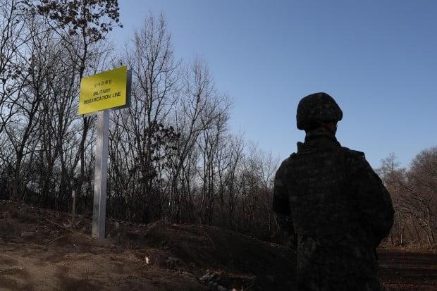 북한군 강원도 동부전선 군사분계선(MDL) 넘어 귀순 /사진=연합뉴스