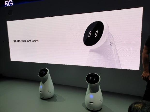 실버 세대의 건강과 생활 전반을 종합적으로 관리하는 '삼성봇 케어'.