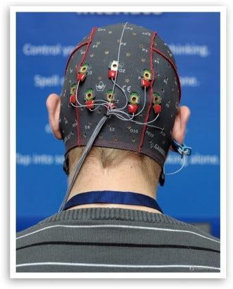 비침습형 BMI 장비. 모자나 헤드셋 형태가 일반적이다. /한국뇌연구원 제공