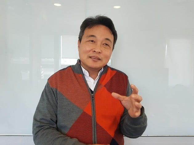 최정필 코어라인소프트 대표가 회사의 해외진출 계획에 대해 설명하고 있다. 양병훈 기자
