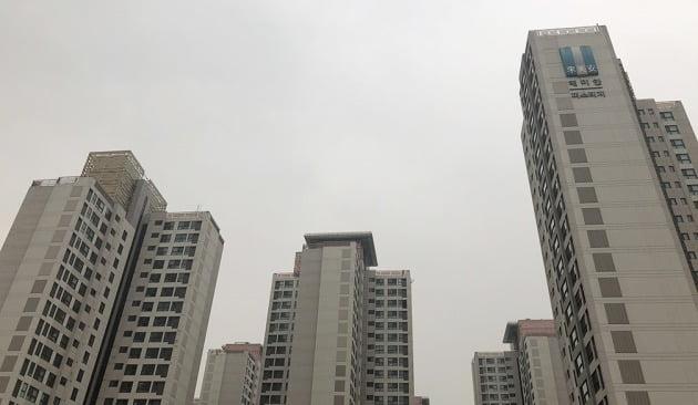 강남 집값의 척도로 평가되는 서울 반포동 '래미안퍼스티지'. 한경DB