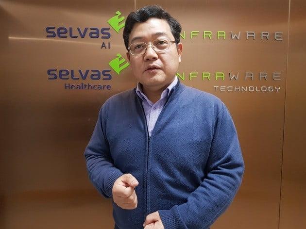 김경남 셀바스AI 대표가 회사의 주력 서비스 '셀비 체크업'에 대해 설명하고 있다. 양병훈 기자