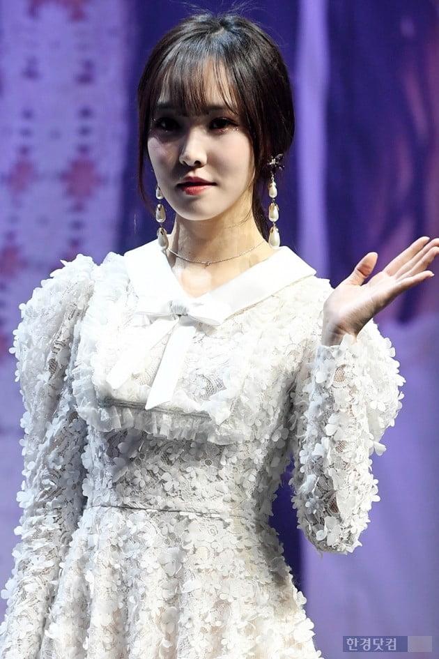 [포토] 여자친구 유주, '건강한 모습으로 쇼케이스 참석'
