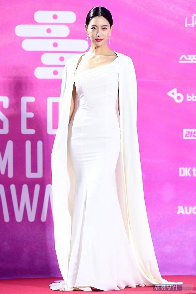 [포토] 클라라, '밀착 드레스 입고 늘씬한 몸매 과시~' (서울가요대상)
