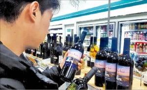 술술 팔리는 1만원 '편의점 와인'