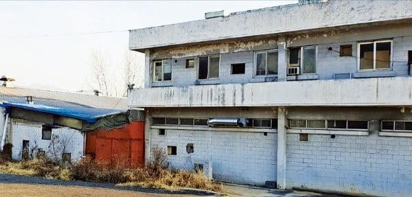 김진락 대표가 운영하고 있는 공장 전경. 김 대표가 공장 증설을 위해 일부 시설을 팔면서 생산량이 떨어진 상태다.  /고윤상 기자