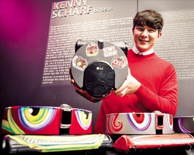 '팝 아트 거장 만난' LG 로봇청소기